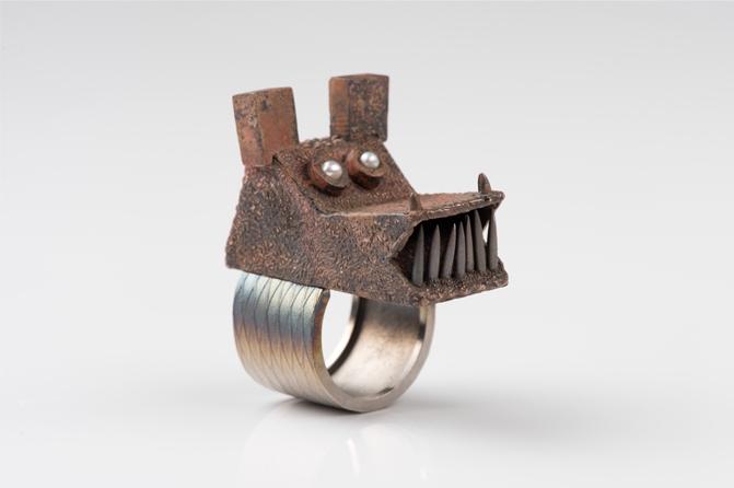 Fingerring Stahl Bronze, Foto: Petra Jaschke