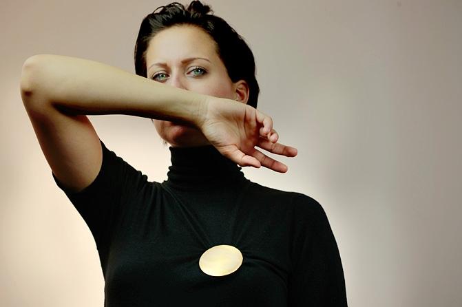 """Medaille """"UN_SICHTBAR"""",  Foto: Luise Binder"""