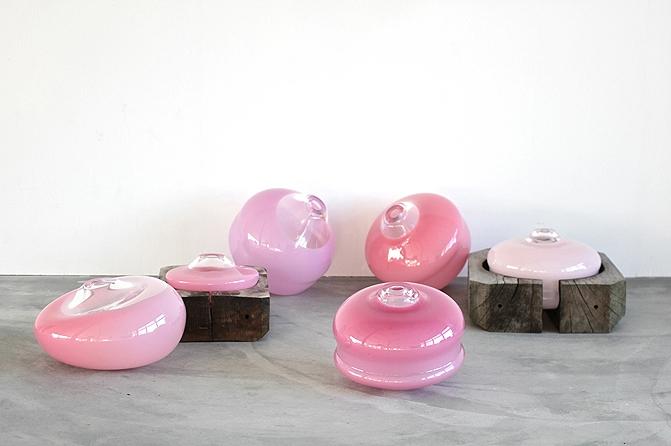 Objekte aus der Werkserie GlassWood, Foto: Birgitta de Voss